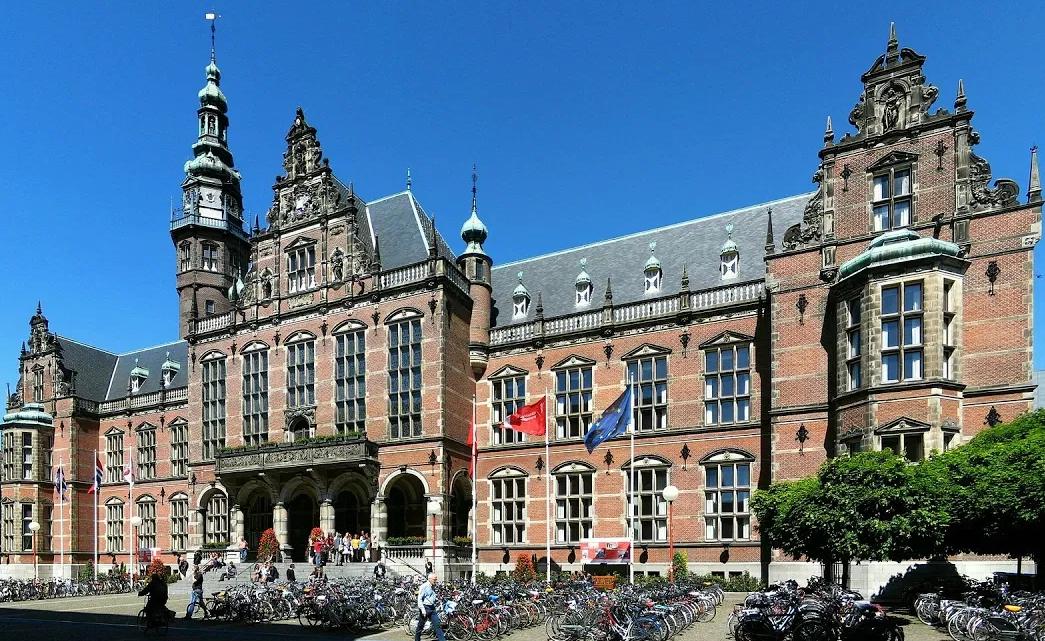 الدراسة في هولندا : الجامعات والتكاليف وشروط الالتحاق