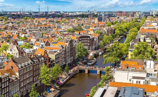 ما هي عاصمة هولندا ؟ أمستردام أم لاهاي ؟