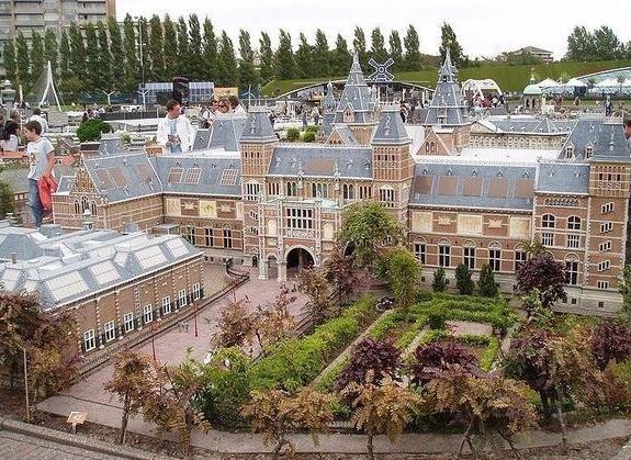 مدينة الاقزام في هولندا: ما هي؟ وما أهم معالم الجذب بها؟