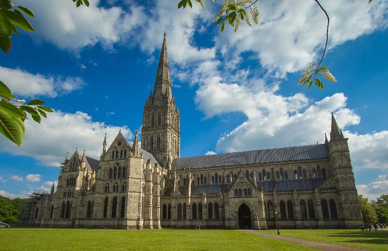 تحويل كاتدرائية تاريخية إلى مركز وطني للتلقيح بلقاح فيروس كورونا في بريطانيا