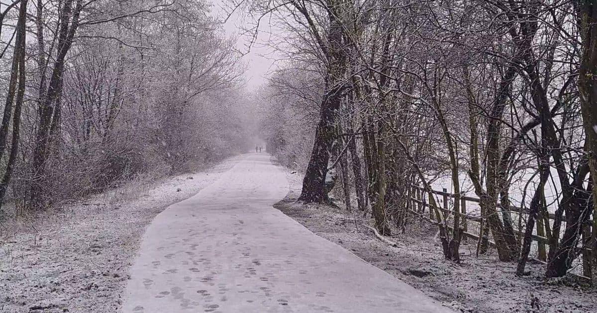 الثلوج مستمرة في مانشستر.. إليك آخر التحديثات
