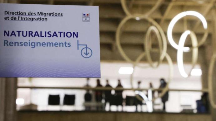 فرنسا تمنح الجنسية لأكثر من 2000 عامل لمكافأتهم على خدماتهم خلال الوباء